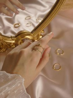 An adorable gold ring with a star centrepiece. Angel Aesthetic, Gold Aesthetic, Classy Aesthetic, Aesthetic Images, Aesthetic Vintage, Aesthetic Girl, Hand Photography, Jewelry Photography, Fashion Photography