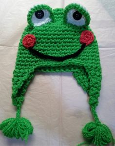 Crocheter un bonnet grenouille Crochet Christmas Hats, Crochet Kids Hats, Baby Hats Knitting, Loom Knitting, Crochet Crafts, Crochet Projects, Knitted Hats, Bonnet Crochet, Crochet Cap