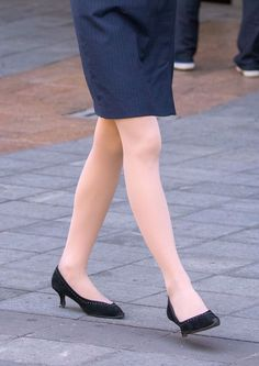 One Piece Dress, Office Ladies, Real Women, Sexy Legs, Tights, Street Style, Lady, Heels, Womens Fashion