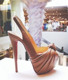 Save up to off , LOVE it This is my dream Christian Louboutin Shoes! Christian Louboutin Outlet only Kosmetik Shop, Stilettos, Cheap Christian Louboutin, Red High Heels, Sexy Heels, Black Pumps, Red Bottoms, Types Of Fashion Styles, Me Too Shoes