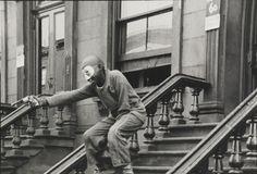 Helen Levitt:   NYC   (1940)