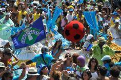 """Bloco Suvaco do Cristo sai em desfile no dia 3 de fevereiro. A concentração começa, às 10h,no Bar Joia (Rua Jardim Botânico, esquina com Rua Faro). O bloco seguirá pela Rua Jardim Botânico até a Praça Santos Dumont, em frente ao Jóquei Clube. Atenção: o Suvaco é conhecido por alterar seus horários de concentração. Esse...<br /><a class=""""more-link"""" href=""""https://catracalivre.com.br/rio/agenda/barato/suvaco-do-cristo/"""">Continue lendo »</a>"""