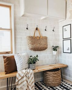These budget friendly DIY Accent Wall Ideas are just the thing to turn your home into the beautiful space you've always imagined. Striped Accent Walls, Green Accent Walls, Accent Wallpaper, Diy Wallpaper, Living Room Wallpaper Accent Wall, Sponge Painting Walls, Faux Headboard, Faux Walls, Bathroom Accents
