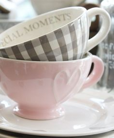 making the time to slow down with a cup of tea really is a SPECIAL MOMENT♡ Pretty teacups will make it even more enjoyable. Coffee Cups, Tea Cups, Café Chocolate, Gris Rose, My Cup Of Tea, Mug Cup, High Tea, Afternoon Tea, Tea Set