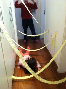 Brincadeiras sensoriais estimulam o desenvolvimento dos pequenos. As melhores atividades para crianças e bebês são aquelas que estimulam os 5 sentidos...