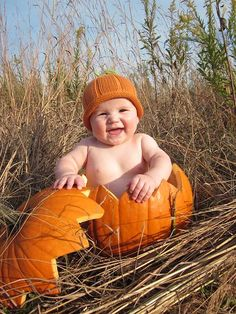 Photo Idea with Pumpkin Props. I have this hat Meli! Cute Photography, Children Photography, Newborn Photography, Cute Kids, Cute Babies, Baby Kids, Cute Baby Pictures, Cute Photos, Halloween Photos