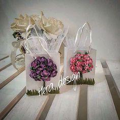 Çiçekli poşetlerimiz... Lavanta, badem şekeri, çiçek tohumu ya da istediğiniz malzemeyi kullanarak değişik renklerde hazırlanabilir... #heradesign #özeltasarım #nikahhediyelikleri #nikahşekeri #nikah #düğün #nişan #wedding #weddingfavors #lavanta #vintage #lavender #şekerpoşeti #çiçektohumu #favorbags #davetiye #davetiyemodelleri #kişiyeözel #wedding #card #invitation