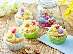 Babeczki wiosenne - Migdałowe kwiatuszki Poznaj przepis - kliknij w zdjęcie! #wielkanoc