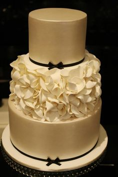 For The Super Chic Wedding Red And Black Scroll Work With The - Formal birthday cakes