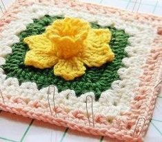 [Free Pattern] Extraordinarily Beautiful Daffodils Square #crochetsquares