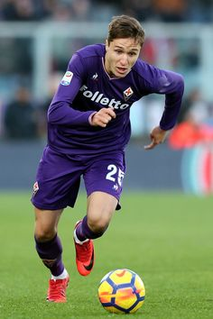 Federico Chiesa of ACF Fiorentina in action during the Serie A match betweenACF Fiorentina and Genoa CFC at Stadio Artemio Franchi on December 17, 2017 in Florence, Italy.