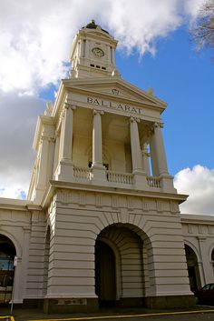 ♥ Ballarat Railway Station ~ Victoria Victoria Building, Train Stations, Australian Architecture, Historic Houses, Victoria Australia, Places Of Interest, Sunshine State, Australia Living, Capital City