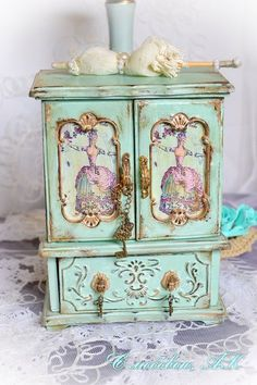 43 ideas for jewerly box makeover bling Altered Boxes, Altered Art, Doll Furniture, Painted Furniture, Jewelry Box Makeover, Painted Jewelry Boxes, Decoupage Vintage, Jewellery Boxes, Diy Box
