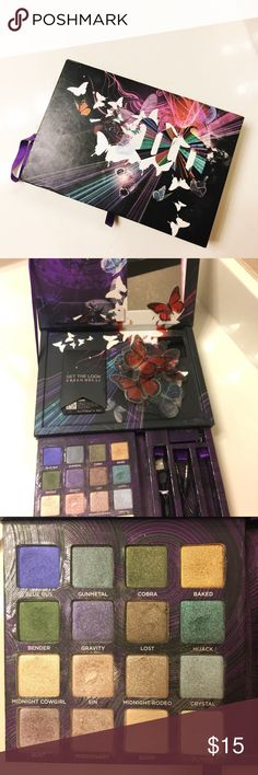 """Uban Decay Book of Shadows IV Book Of Shadows IV What it is: A mirrored compact of 16 eye shadows, including 10 new shades and """"QR"""" codes that let you use your phone to access Urban Decay's exclusive how-to videos. What it does: This much-awaited collection of 16 eye shadows includes never-boring neutrals, provocative hits of shimmer and vibrant hues, as well as a Book of Shadows first—a portable speaker and how-to videos that reveal Urban Decay's five newest looks. Urban Decay Makeup…"""