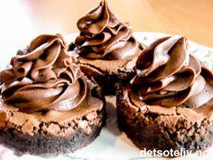 """Unn deg litt hverdagsluksus og nyt et herlig stykke """"Brownies med Dumlekrem""""! Fudge Brownies, Brownie Cookies, Brownie Bar, Brownie Recipes, Cake Recipes, Norwegian Food, Norwegian Recipes, Fun Baking Recipes, Pudding Desserts"""