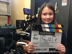 """Auf der Bühne stand Clara schon oft und nun war die Rolle """"Dakota Herbst"""", als Tochter von Jacky Herbst (Jürgen Vogel) ihre erste professionelle Dreherfahrung. Die #Film-Reihe """"Nachtschicht"""" wird in #Hamburg gedreht und dafür gab es für die Berlinerin sogar schulfrei."""