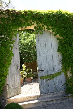 Villa Grenache photos - Bastide de Marie : wall with door for wall from cottage to pool shelter on west