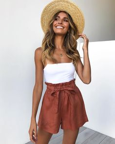 P & P (@petalandpup) • Instagram photos and videos Mode Outfits, Short Outfits, Trendy Outfits, Shorts Outfits Women, Fashion Shorts, Casual Summer Outfits Women, Hipster Outfits, Fashion Sandals, Sweater Outfits