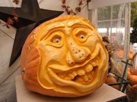 How to carve the perfect pumpkin. World-class pumpkin carver Farmer Mike shows you how to carve a creative jack-o'-lantern.
