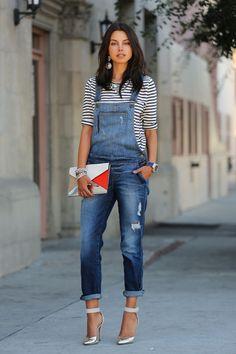 Jardineira não é coisa do passado! O velho macacão jeans pode compor um look super moderno, maduro e feminino como este! O segredo é acertar nos acessórios, sapatos e peça complementar.