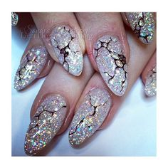 These cracked ice #nails are out of sight, and perfect for the season!