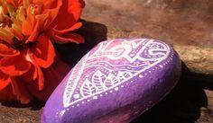 Valentinstagsgeschenke - Bemalter Stein  nach Zentangle® -Art  - ein Designerstück von PetiteMaman-Atelier bei DaWanda