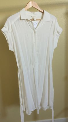 """40s Sheer Dress NWT New with tags - H & M - I Didn't know it was sheer when I bought off of the H&M site a while back. Says it's a size 8, but fits me loose but comfortable, my bottom is large and it isn't tight, but not as loose as everywhere else. Fabric is 100% Rayon/Viscos. Can try on or measure if requested. Here are my measurements for a guide:    MY MEASUREMENTS  ------------------------  My height: 63"""" - 5' 3""""  Shirt: M/L  Pants: 13 woman's size / 33"""" in / L-XL / Petit/Short…"""