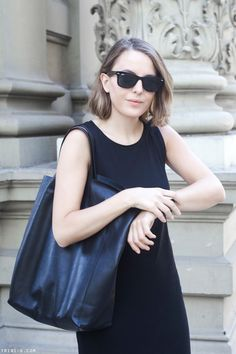 Trini | Céline cabas black bag Ray-Ban wayfarer sunglasses Gap black dress