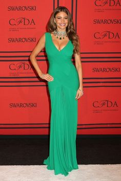 Sofia Vergara bet on emerald at #CFDAAwards Emerald gown Hervé L. Leroux  jewelry Lorraine Schwartz. I ♥ the bracelets. Nice touch!