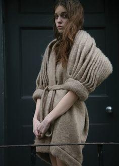 Women's Outfits : Fashion – Details Knitwear Fashion, Knit Fashion, Fashion Art, High Fashion, Autumn Fashion, Fashion Design, Peau Lainee, Sculptural Fashion, Textiles