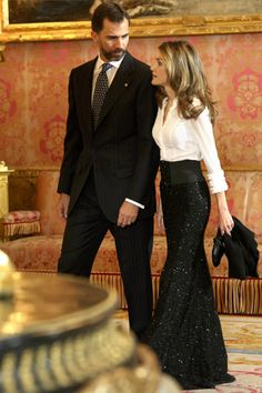 glitz and glam in evening black long skirt high waisted + black belt+ white shirt+ black purse