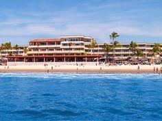 Playa Mazatlan cuenta con más de 400 metros de playa, para disfrutar del mar y los deportes acuáticos.     Por su ubicación en el corazón de la Zona Dorada, usted encontrará todo tipo de tiendas de ropa, souvenirs y restaurantes.   De estilo colonial mexicano y con el colorido típico de la región, albercas y jacuzzis, fuentes de cantera, cascada y las tradicionales palapas rodeadas de palmeras, bugambilias y de exuberante vegetación tropical, hacen de Hotel Playa Mazatlán un lugar…