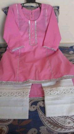 Simple Pakistani Dresses, Pakistani Fashion Casual, Pakistani Dress Design, Girls Dresses Sewing, Toddler Girl Dresses, Little Girl Dresses, Fancy Dress Design, Frock Design, Kids Frocks