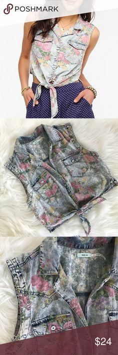 UO Kimchi Blue Tie-Front Floral Denim Shirt Size medium Pre loved Lightweight and comfortable  100% cotton  Offers welcome! Thanks 💞 Kimchi Blue Tops Button Down Shirts