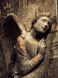 Anjo da anunciação, c. 1435, Donatello (c.1386-1466), pedra com folha de ouro, Santa Croce, Florença.
