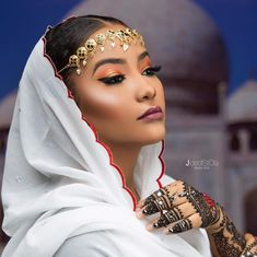Northern Nigerian Bride Inspiration - It's All About The Makeup, Hijab, Henna & Jewellery - Wedding Digest Naija Nigerian Bride, Nigerian Weddings, African American Beauty, African Beauty, Bride Makeup Natural, Somali Wedding, African Wedding Attire, Traditional Fashion, Traditional Wedding