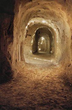 Les souterrains - Deux salles basses typiques et un magnifique et mystérieux réseau à découvrir avec un guide conférencier. Cité médiévale de #Provins, Patrimoine mondial de l'Unesco. (c) OT Provins, photo JF. Bénard