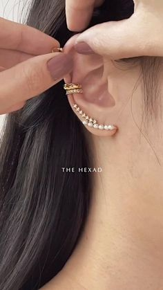 Hand Jewelry, Cute Jewelry, Jewelry Accessories, Jewelry Design, Bridal Accessories, Jóias Body Chains, Pretty Ear Piercings, Accesorios Casual, Gold Earrings Designs