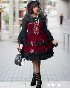 skullita:  Street snap from the Harajuku Fashion meet up! I did adjust the original photo a tad bit so that my skin wasn't so blown out~ This meet was fun and the people that organized it were really awesome! Can't wait to attend the next one. #ootd #fashion #gothiclolita #lstoday