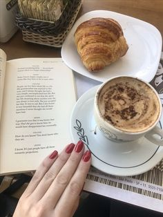 Coffee and book Coffee Break, Morning Coffee, Coffee Cafe, Coffee Shop, Coffee Photography, Coffee And Books, Coffee Recipes, Drinking Tea, Food Inspiration