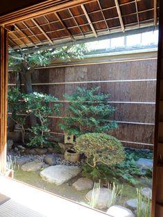 Blick vom Teeraum auf den japanischen Innengarten, Kyoto