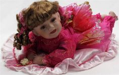"""COLLECTIB PORCELAIN BROWN HAIR CRAWLING FAIRY BABY DOLL IN HOT PINK 22"""" KB24928"""