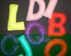 Letras coloridas em feltro