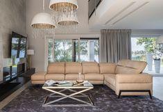 Lubisz minimalistyczny design? Chcesz, by mebel wyglądał elegancko, zachwycał komfortem i miał funkcje, które pozwolą Ci wypoczywać bardzo efektywnie? Poznaj system modułowy Volta #GalaCollezione, który pozwoli Ci stworzyć w swoim salonie przytulny i szykowny kącik do wypoczynku.  #GalaCollezioneInspiruje #GalaCollezioneInspires #Design #interiordesign #homedesign #furnituredesign #forhome #livingroom #nowoczesnemeble #wygodnasofa Couch, Furniture, Home Decor, Design, Settee, Decoration Home, Sofa, Room Decor