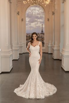 Rochie de mireasa sexy si provocatoare, dar extrem de feminina. Una dintre cele mai spectaculoase rochii de mireasa tip sirena, care va lasa pe toata lumea fara cuvinte. Disponibila pe blush si alb natural. Formal Dresses, Wedding Dresses, Mermaid Wedding, Paris, Fashion, Dresses For Formal, Bride Dresses, Moda, Bridal Gowns