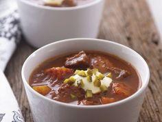 Gulaschsuppe nach ungarischer Art mit Essiggurke ist ein Rezept mit frischen Zutaten aus der Kategorie Fleisch. Probieren Sie dieses und weitere Rezepte von EAT SMARTER!