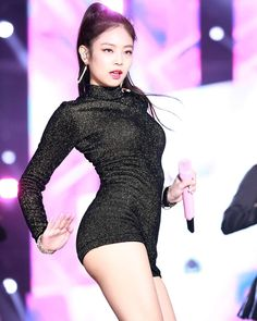 BLACKPINK Jennie showed off her perfect physique during her performance at the Golden Disc Awards. Blackpink Jennie, Kpop Girl Groups, Kpop Girls, Black Pink Jennie Kim, Blackpink Fashion, Blackpink Jisoo, N21, Stage Outfits, Beautiful Asian Girls