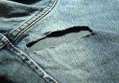 mending hole in jeans Holey Jeans, Patched Jeans, My Jeans, Blue Jeans, Sewing Hacks, Sewing Projects, Sewing Tips, How To Patch Jeans, Sewing Jeans