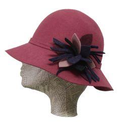 Encuentra a un precio único los sombreros de Inma Escarpa en Luxeli! www.luxeli.com