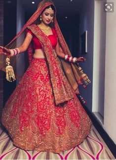 Style guide for a beautiful Indian bride to wear a red lehenga on her wedding day Indian Wedding Favors, Indian Wedding Outfits, Bridal Outfits, Indian Outfits, Bridal Dresses, Wedding Ideas, Eid Outfits, Wedding Reception, Indian Wedding Bride